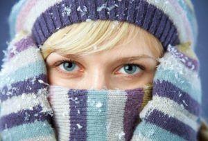 Фото, причини і симптоми, а також лікування холодової кропивниці медичними та народними засобами