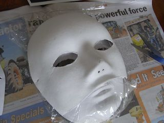 Обертаємо плівкою поверхню маски фото