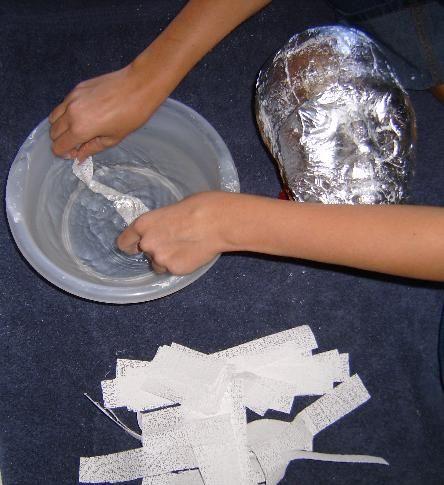 Наносимо папір на форму для маски фото