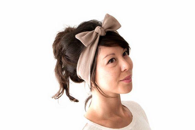Як зробити зачіску з пов`язкою?