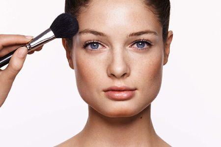 Корекція овалу обличчя за допомогою макіяжу - це просто!
