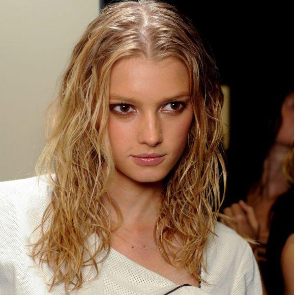 Ефект мокрого волосся фото