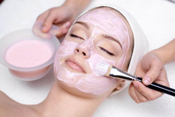 Маски для обличчя: рожева глина - це найкращий догляд для самої ніжної шкіри