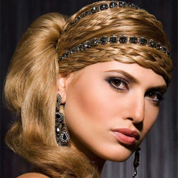 Пов`язка з зачіскою в стилі ретро фото