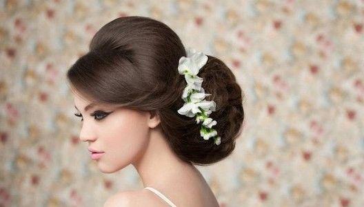 Покрокова укладання волосся в класичні вечірні зачіски від зірок