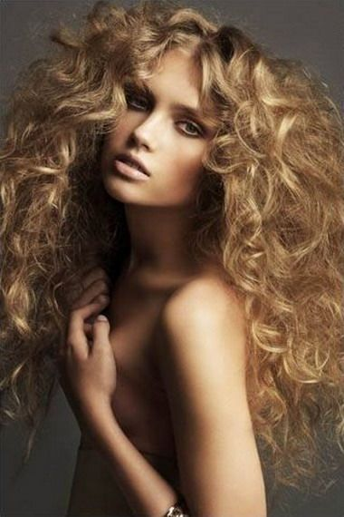 Зачіски для довгих кучерявого волосся