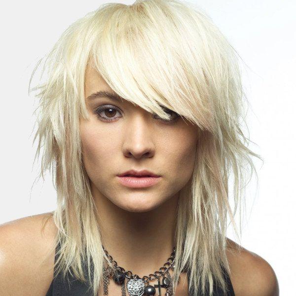 Рваний каскад на середні волосся фото