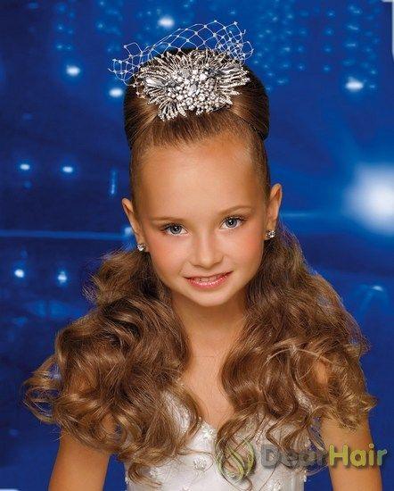 Зручні і красиві дитячі зачіски на випускний