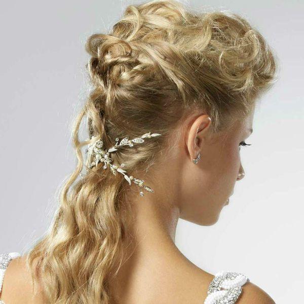 Грецька зачіска з полураспущеннимі пасмами фото