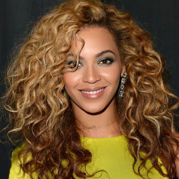 Стрижки на довге кучеряве волосся фото
