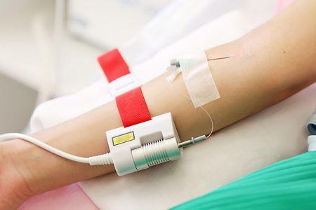 Внутрішньовенне лазерне опромінення крові в косметології і не тільки: кому це потрібно і наскільки безпечно