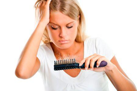 Випадання волосся: причини проблеми