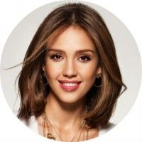 Жіночі стрижки на середній довжині волосся без чубчика